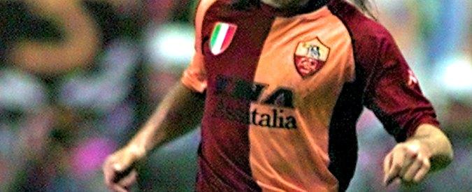 Calcio, partita tra vecchie glorie della Roma organizzata allo stadio Olimpico da neofascisti. Con la benedizione del Coni
