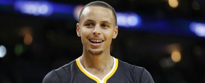 Nba, Golden State: 21 successi di fila e 44 punti per Curry. Vincono anche Clippers e Miami – Video