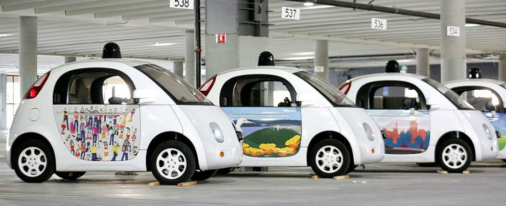 Guida autonoma, ora la Google Car riconosce ambulanze e auto della polizia