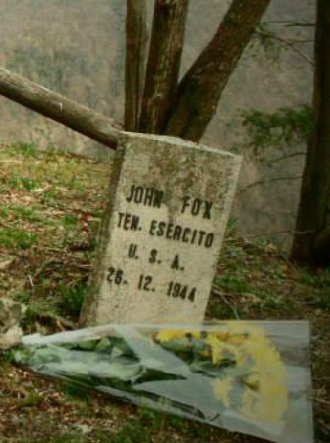 John Fox, l'eroe della battaglia di Natale che si lasciò uccidere dal fuoco amico per fermare l'assalto nazista
