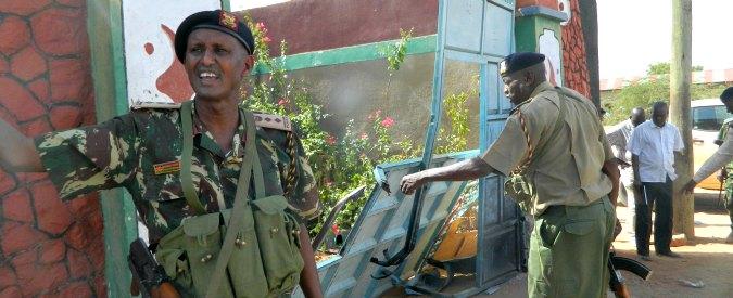 """Kenya, """"ammazzateci tutti o lasciateli andare"""". Così musulmani salvano cristiani dai jihadisti di Al Shabaab"""
