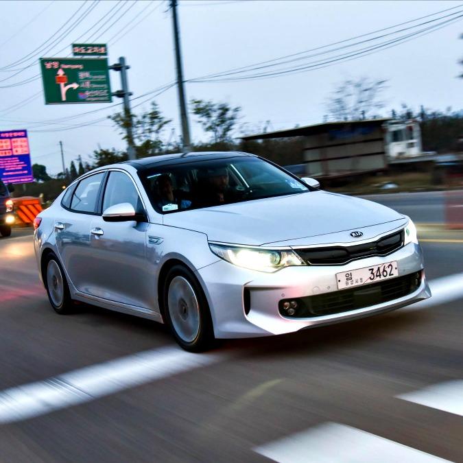 Kia Optima, in arrivo a metà 2016 la prima ibrida con la spina del marchio coreano
