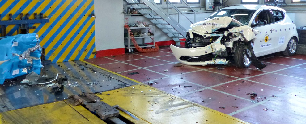 Crash test EuroNCAP, 2 stelle per Lancia Ypsilon. Principio d'incendio dopo la prova