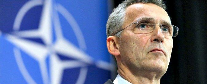 """Vertice Nato, Jens Stoltenberg: """"Alleanza entrerà nella coalizione anti-Isis, ma no a operazioni di combattimento"""""""