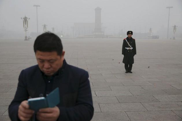 Lo smog soffoca Pechino