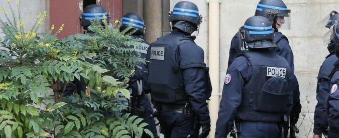 Terrorismo, fermato il sospetto jihadista barricato nel centro di Parigi