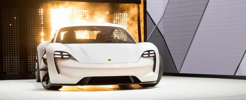 Porsche, addio superbonus e più lavoro: il piano d'austerità per finanziare l'elettrica