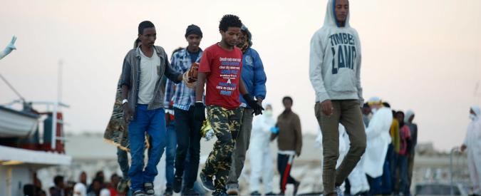 """Migranti, Msf lascia Pozzallo: """"Strutture infestate da blatte, rischio contagio da scabbia, promiscuità tra uomini e donne"""""""