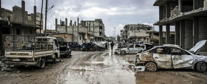 """Siria, Amnesty: """"Centinaia di civili uccisi in raid russi. Usate bombe a grappolo"""""""