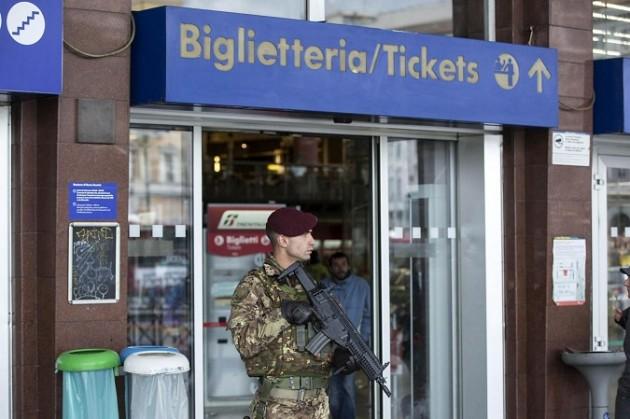Roma, misure antiterrorismo, l'esercito pattuglia chiese e stazioni