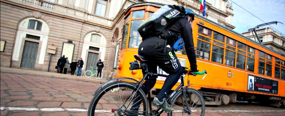 Cargo bike, furgone addio: tutti pazzi per il nuovo corriere che si muove in bici
