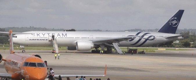 Volo Air France, dopo l'arrivo a Parigi arrestato passeggero: è un ex poliziotto