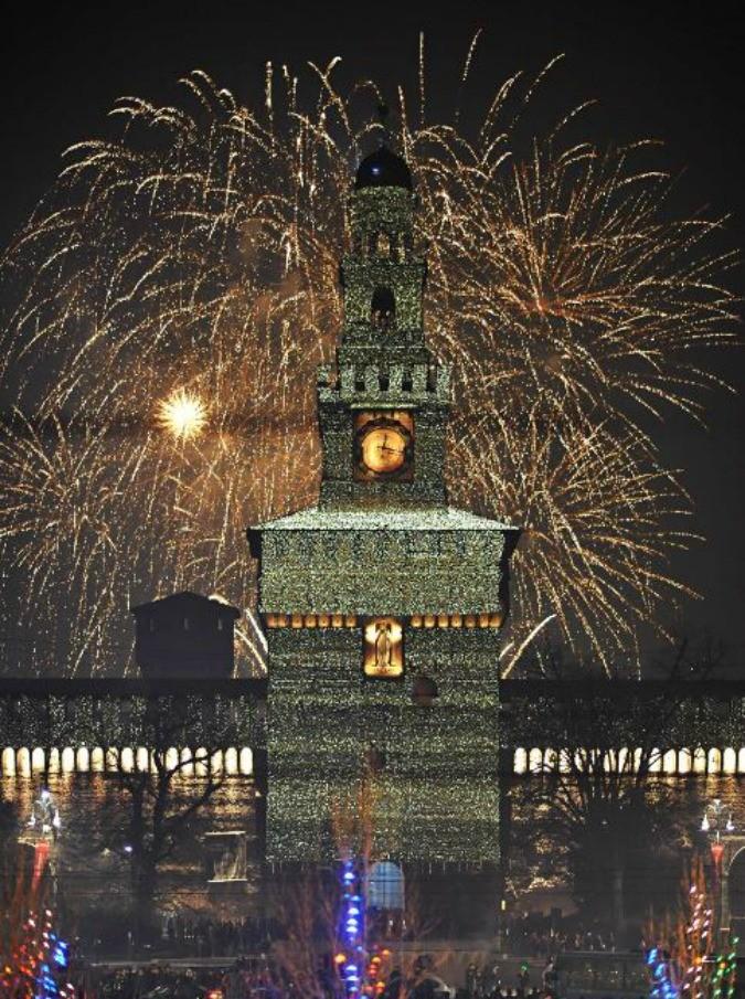 Capodanno 2016 in piazza con Caparezza, Negramaro, Capossela, De Gregori, Subsonica, Elio, Arbore - 2/7