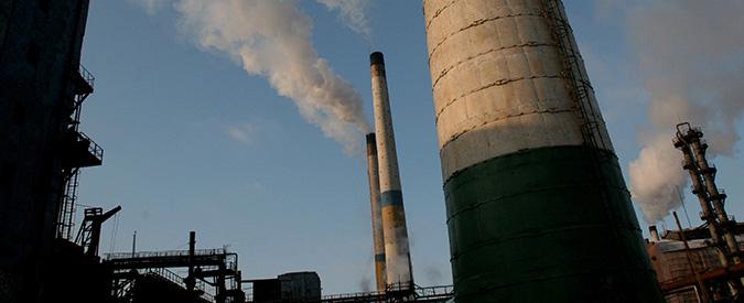 """Energia, l'Italia è sulla strada più sporca. """"Tanto carbone, crollo delle rinnovabili"""""""