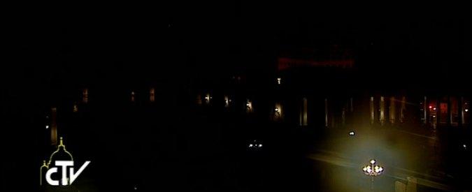 """Roma, cupola di San Pietro al buio. Vaticano: """"Prove tecniche"""". Ma Acea: """"Noi non c'entriamo"""""""