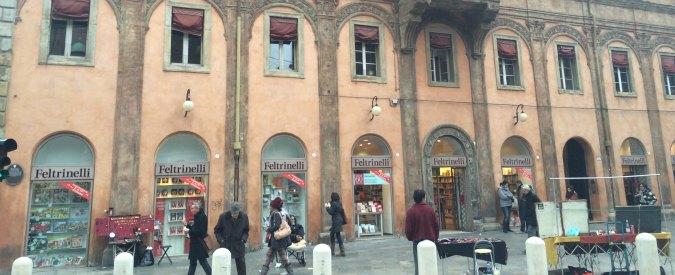 """Feltrinelli Bologna, direttore: """"Leggo pochi libri di donne"""". Polemica tra gli scrittori: """"Maschilista"""""""