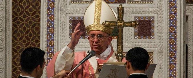 """Giubileo, Papa apre le porte sante di tutte le diocesi: da Rebibbia a San Giovanni in Laterano. """"Dire no alle tangenti"""" (VIDEO)"""