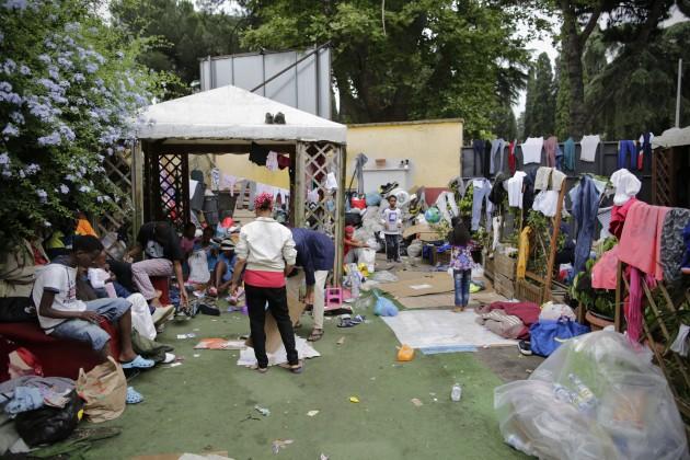Migranti nel centro Baobab, nei pressi della Stazione Tiburtina