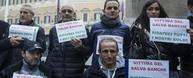 """Salva banche, protesta risparmiatori a Montecitorio. Codacons: """"Governo studia indennizzo? Per bloccare azioni legali"""""""