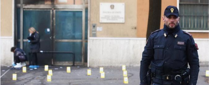 """Brescia, bomba davanti a scuola polizia. """"Grave intimidazione, pista anarchica"""""""