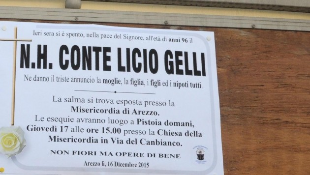 Arezzo, arrivi alla camera ardente di Licio Gelli