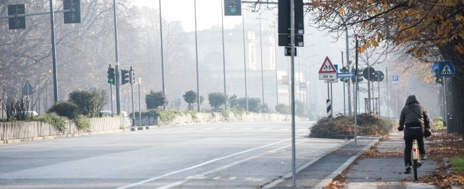 Milano, emergenza smog. Pm10 per sette giorni oltre i limiti: scattano i divieti
