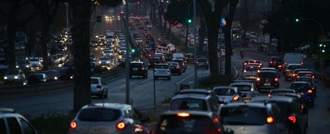 Emergenza smog, Roma fa dietro-front: no al blocco totale del traffico per il 28-29 dicembre. Sì alle targhe alterne