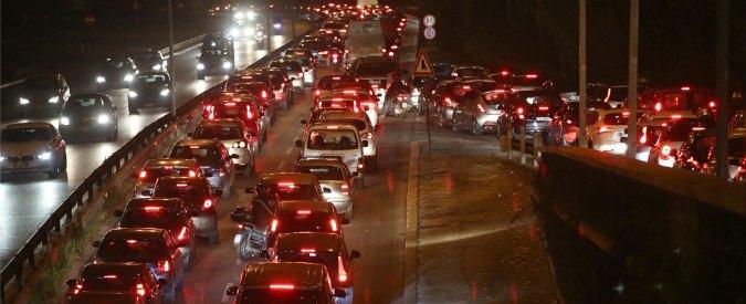 Smog, a Roma metro chiusa alle 13 a Natale. Polemiche degli utenti sui social