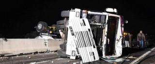 Incidente sulla Brindisi-Bari, tir si ribalta e salta la corsia: 5 morti e diversi feriti