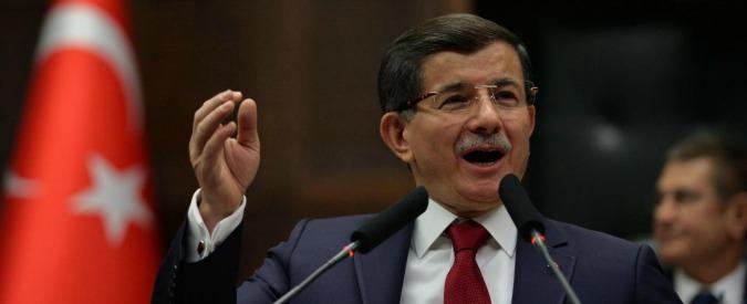 """Turchia, premier Davutoglu: """"Non prendiamo sul serio Putin, il mondo lo schernisce. Il Kgb è morto da tempo"""""""