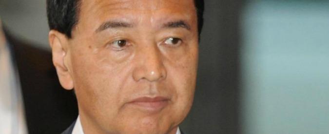 Giappone, ministro Economia accusato di corruzione: 'Appalto in cambio di contanti, notti al pub e gelatina di fagioli'
