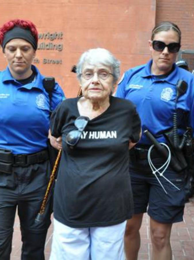 Hedy Epstein arrestata a Ferguson 905