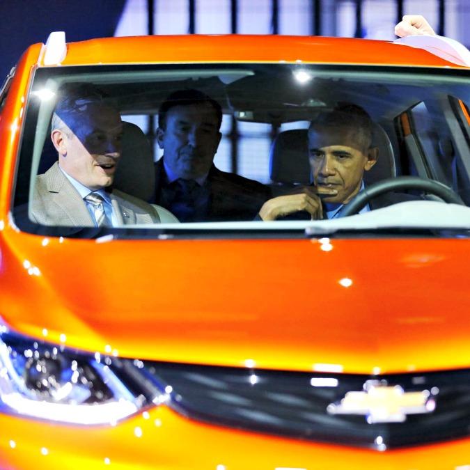 """Obama al Salone di Detroit, """"Fu giusto salvare l'industria auto dalla bancarotta"""""""