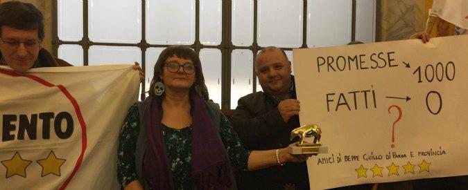 """Parma, gruppo M5s caccia consigliere """"dissidente"""": """"E' sempre contro la maggioranza di Pizzarotti"""""""