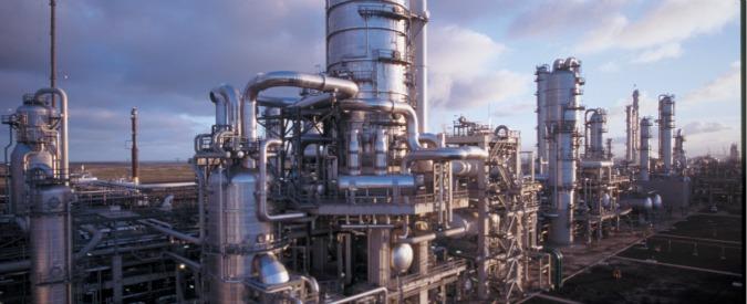 """Milazzo, chiesto il rinvio a giudizio per 3 ex direttori della raffineria Eni: """"Fino al 2014 inquinamento, malattie e tumori"""""""