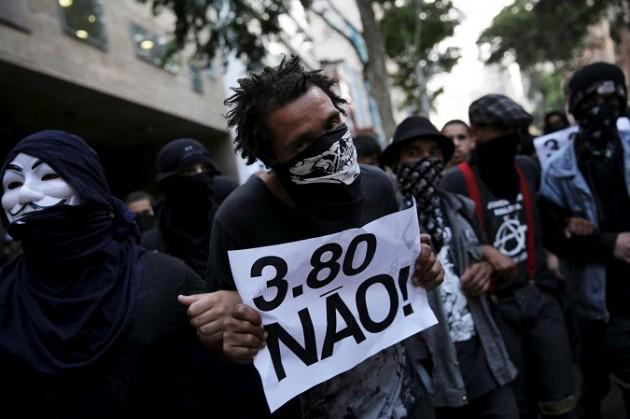 Brasile, proteste contro aumento prezzi bus: scontri a San Paolo