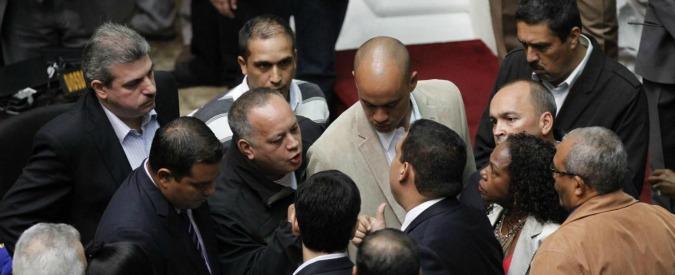 Venezuela, via tre deputati opposizione: salta la supermaggioranza anti-Maduro