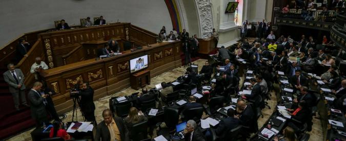 """Venezuela, il parlamento sfida Maduro: bocciato decreto emergenza economica. """"Serve prestito da 40 miliardi di dollari"""""""