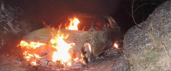 """Audi gialla ritrovata bruciata nei boschi trevigiani. Nessuna traccia dei banditi. Procura: """"Minime le chance di cattura"""""""