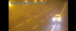 """Audi gialla in fuga, un ricercato si presenta in questura a Torino: """"Un errore, sono innocente"""". Nuovo avvistamento nel Trevigiano"""