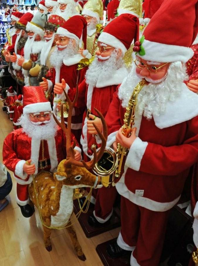 La Storia Babbo Natale.Babbo Natale E Se Fosse Comunista Una Fiaba Ironica E Pop