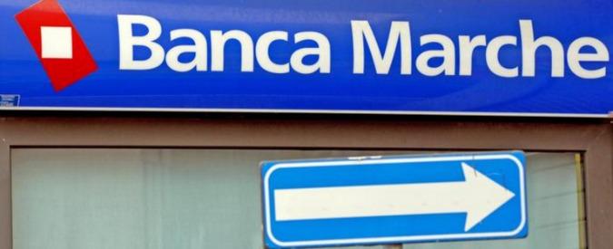 """Salva banche, a Jesi protesta dei risparmiatori davanti a Banca Marche. """"Mattarella ci dia una mano"""""""