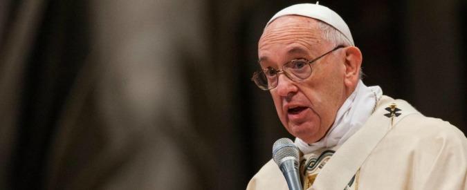 """Papa Francesco chiede perdono ai migranti: """"Trattati come un problema, siete invece un dono"""""""