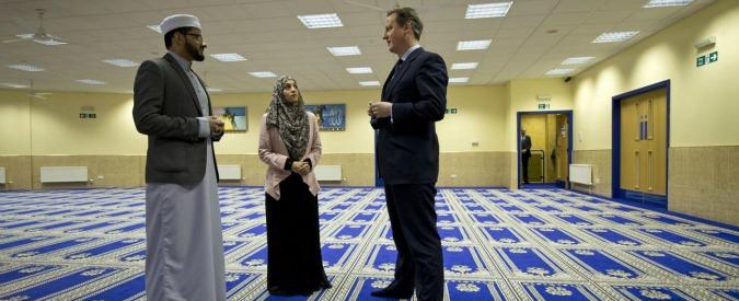 Terrorismo, Gran Bretagna verso divieto a velo integrale. E Cameron studia norme contro radicalizzazione nelle scuole