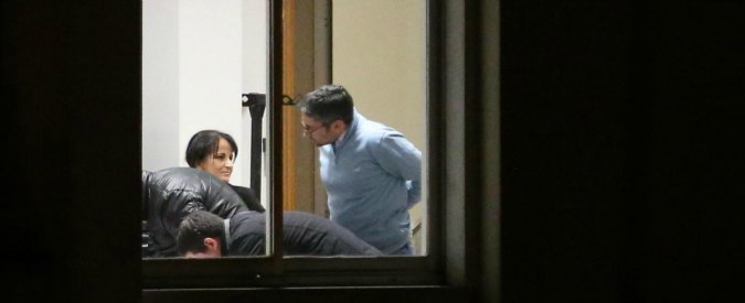 Quarto, sindaco espulso da M5S. Lei: 'Non lascio, avanti senza simbolo'. Grillo a Renzi: 'Pd come organizzazione criminale'