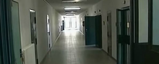 """Reggio Emilia, termosifoni spenti e niente stufe: gelo in carcere. """"Trattamento inumano e degradante per detenuti"""""""