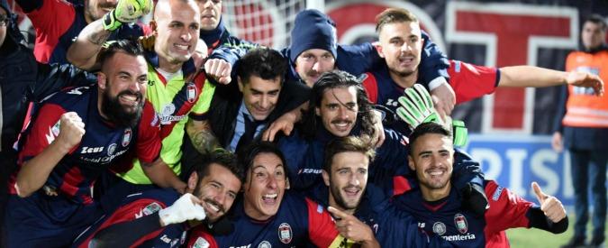 Serie B, il Crotone vola in testa. Bel calcio e tanti giovani in rosa: ora la promozione non è più un sogno – Video