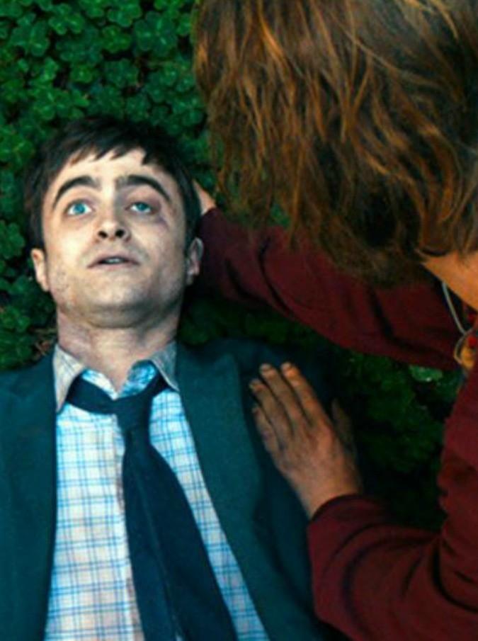 Daniel Radcliffe è un cadavere petomane e con visibili erezioni: così Harry Potter scandalizza il Sundance