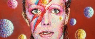 David Bowie, il pellegrinaggio dei fan nel quartiere ribelle di Londra dove è nato il Duca Bianco