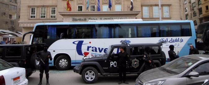 Egitto, spari contro un bus di turisti vicino alle Piramidi: nessun ferito. Catturato un sospetto